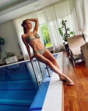 46-летняя Олеся Судзиловская похвасталась потрясающей фигурой
