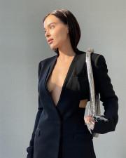 Елена Темникова снялась без нижнего белья