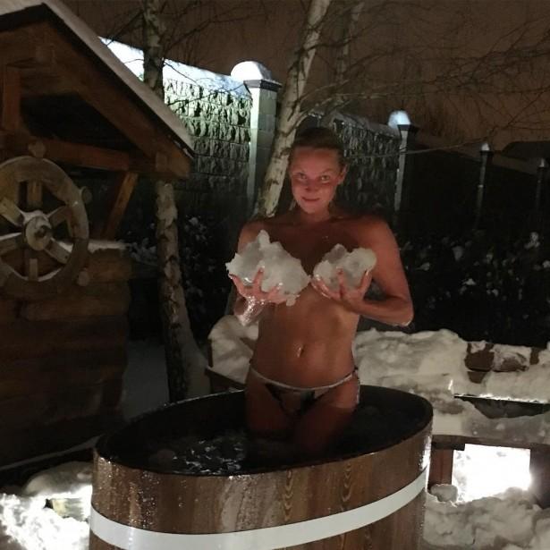 Анастасия Волочкова, баня, лёд, берёза