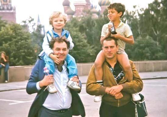 Эмиль Лотяну и Роберт де Ниро с сыновьями. Москва, Красная площадь, 1987 г.