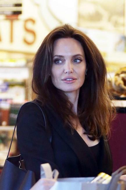Анджелина Джоли совершает покупки и выглядит намного лучше, чем ранее