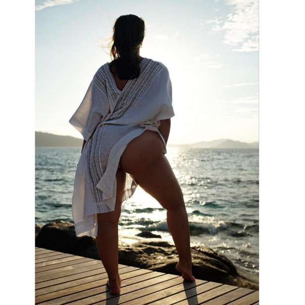 Модель plus-size Эшли Грэм. Вид сзади