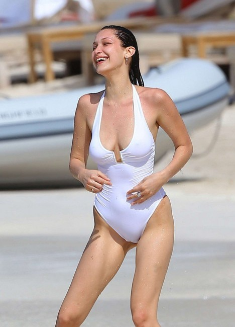Американская супермодель Белла Хадид в купальнике