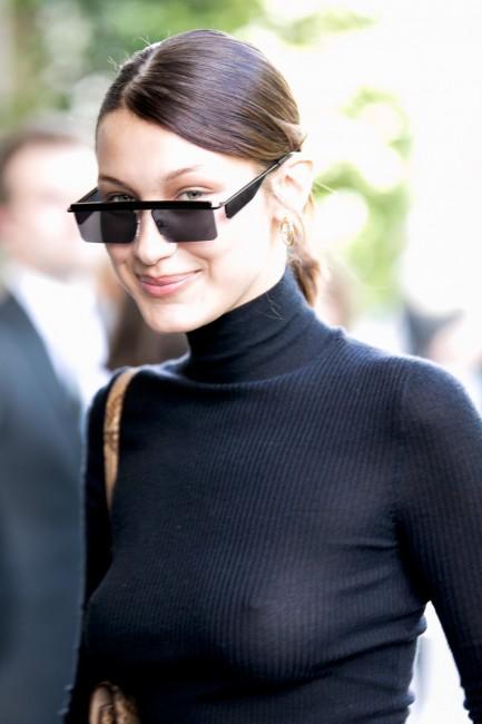 Белла Хадид радует парижан отсутствием нижнего белья