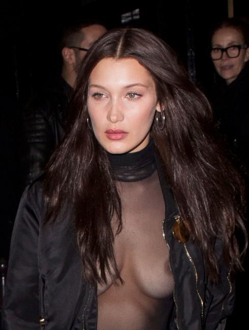 Белла Хадид не стесняется ходить по улицам с голой грудью