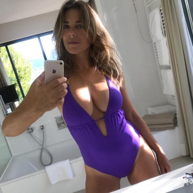 Нашла эликсир вечной молодости! 53-летняя Элизабет Херли продолжает шокировать снимками в купальниках