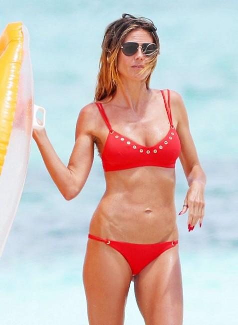 43-летняя немецкая модель Хайди Клум в бикини