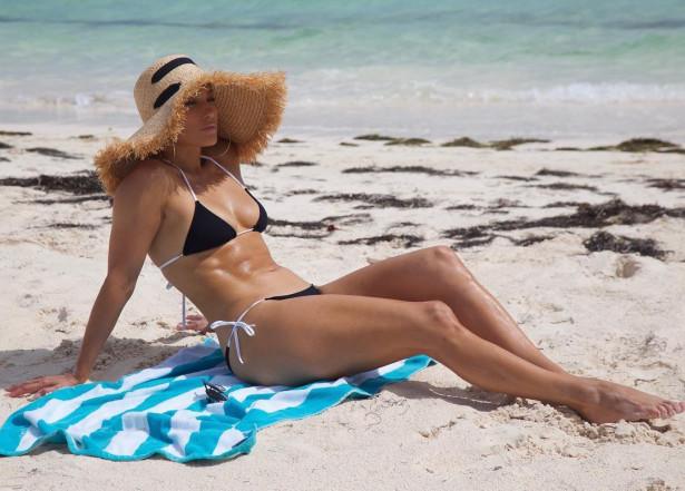49-летняя Дженнифер Лопес в удивительной форме!