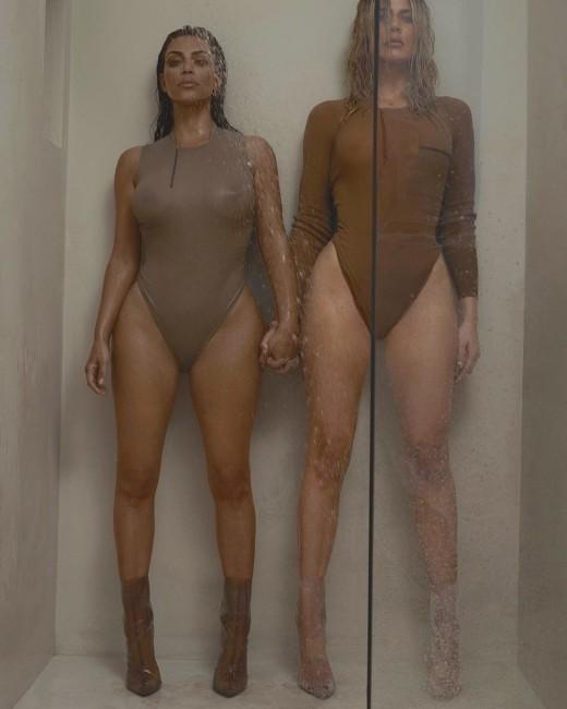 Ким и Хлои Кардашян принимают душ