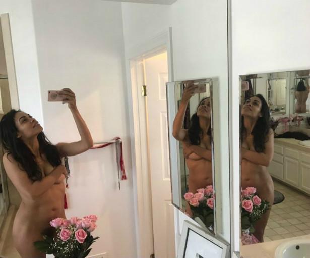 Росарио Доусон выложила свое полностью голое фото