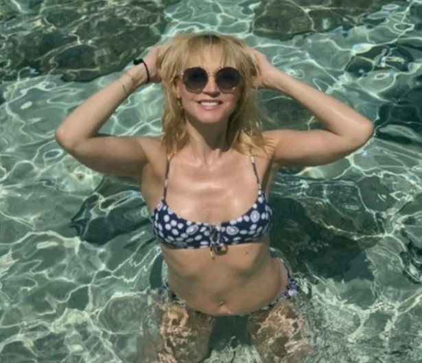 49-летняя Кристина Орбакайте выложила фото в купальнике