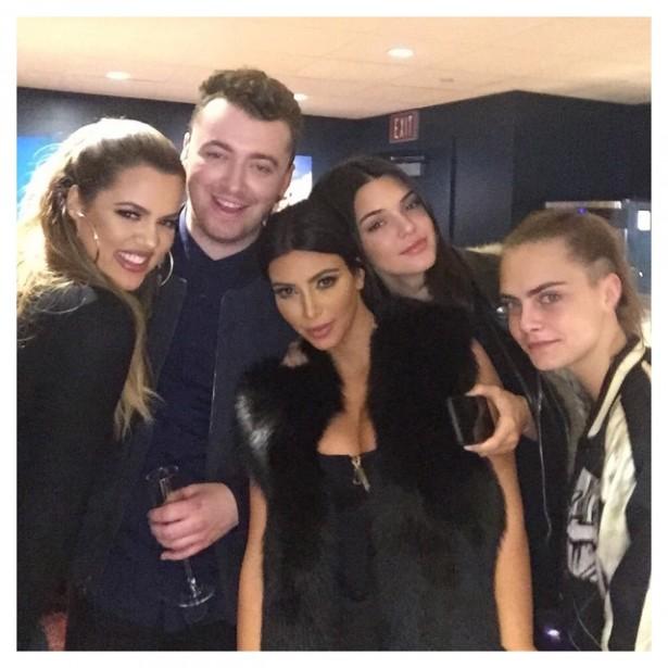 Сестры Ким и Хлое Кардашян, Кендалл Дженнер и Кара Делевинь посетили концерт Сэма Смита