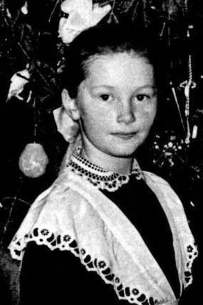 Ретрофото. Алла Пугачёва у школьной ёлки. СССР, начало 60-х