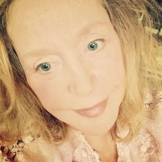 Алла Пугачёва выложила фото без макияжа