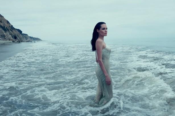 Анджелина Джоли в ноябрьском Vogue