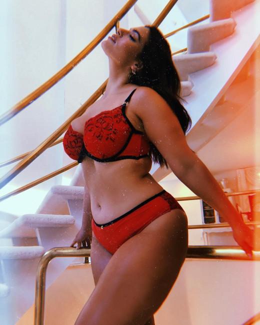 Модель больших размеров Эшли Грэм поделилась эротическим снимком