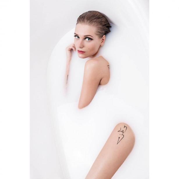 Кристина Асмус снялась голой в ванной