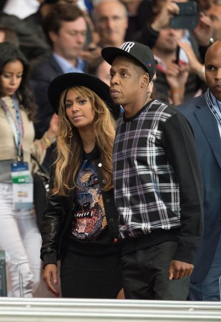 Бейонсе и Jay-Z на матче футбольной Лиги чемпионов ПСЖ — «Барселона»