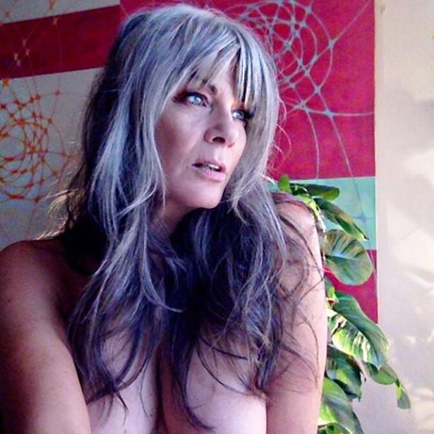 54-летняя модель Мелинда Брэди снялась топлесс