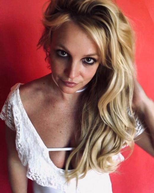 Бритни Спирс выложила фото без макияжа
