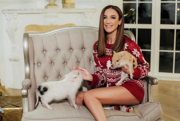 Ольга Бузова выложила фото без штанов и в компании свиней