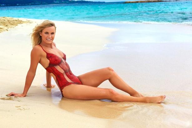 Каролин Возняцки снялась голой в нарисованном купальнике для Sports Illustrated