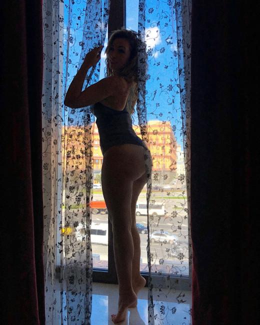 40-летняя Анфиса Чехова напоминает, что находится в отличной форме