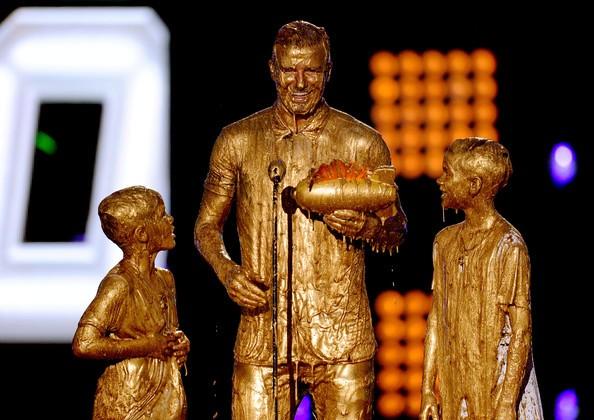 Дэвид Бекхэм с сыновьями на церемонии Nickelodeon Kids' Choice Sports Awards 2014