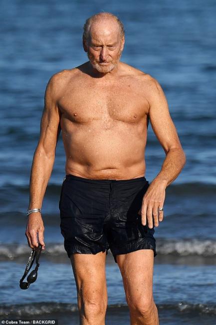73-летний Чарльз Дэнс шокировал потрясающей физической формой