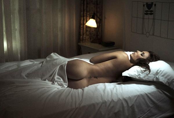 """Обнаженная Ева Лонгория в книге """"Спящие в Шато"""" (Asleep at the Chateau)"""