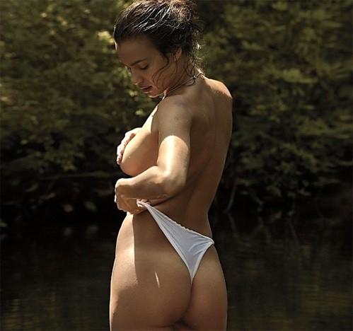 Ирина Шейк в фотосессии для испанского издания V MAN