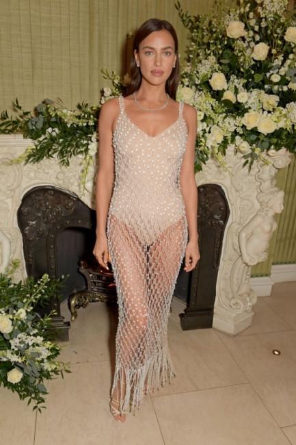 Ирина Шейк заявилась на вечеринку после церемонии BAFTA в купальнике