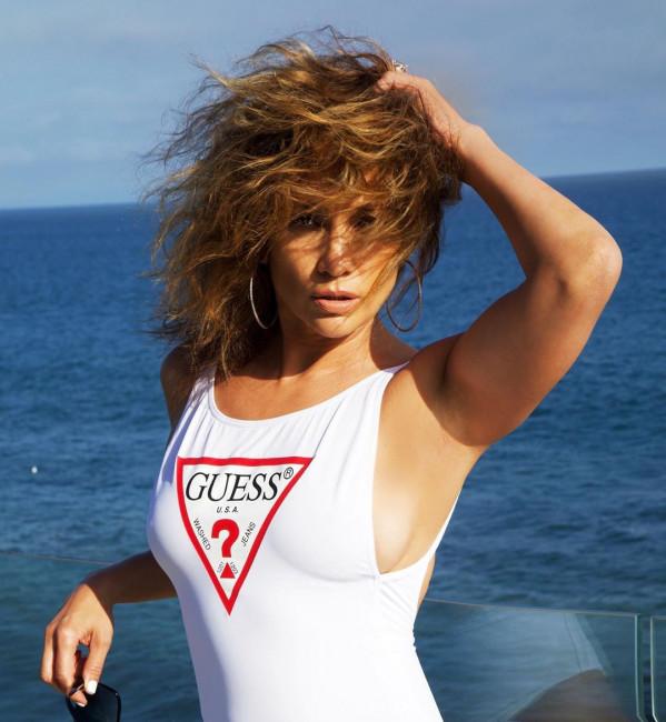 50-летняя Дженнифер Лопес снялась в рекламе купальников