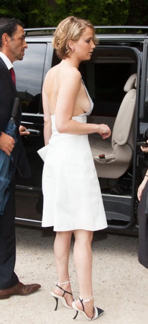 Откровенный наряд Дженнифер Лоуренс на мероприятии Christian Dior fashion show в Париже