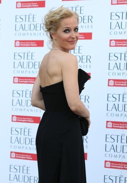 Актриса Джиллиан Андерсон на открытии выставки «Fashion Rules»