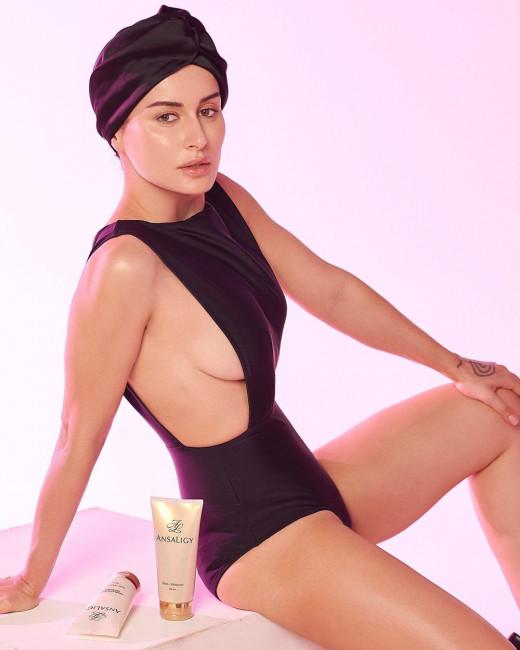 43-летняя Тина Канделаки разделась для рекламы косметики