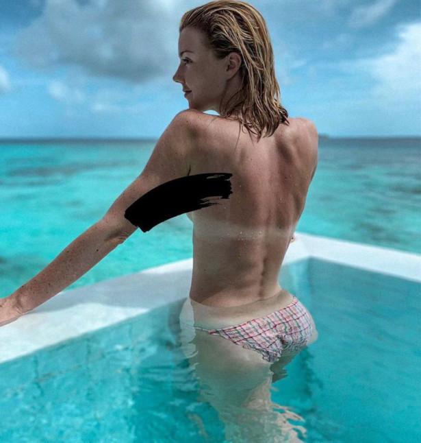 Юлианна Караулова выложила фото с голой грудью