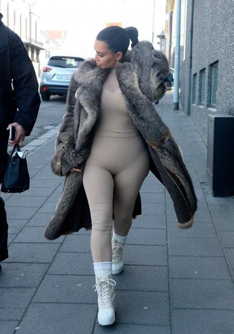 Ким Кардашьян на улицах Исландии