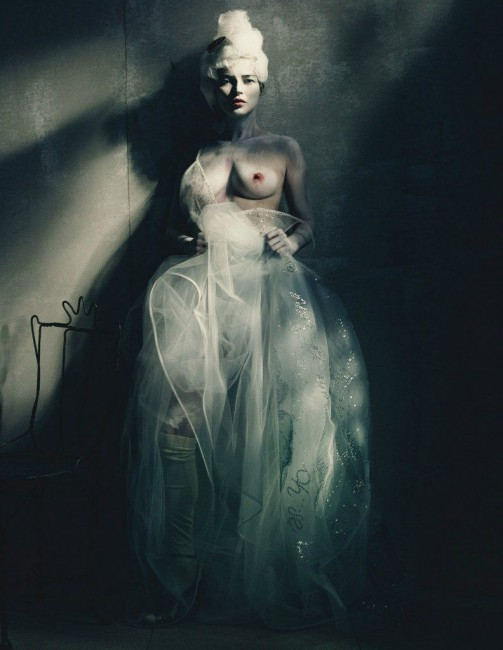 Кейт Мосс снялась топлесс для арт-проекта W Magazine
