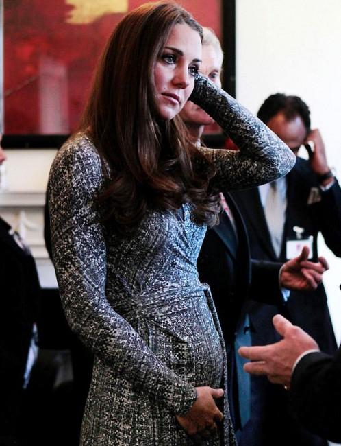 Беременная Кейт Миддлтон показала округлившийся животик