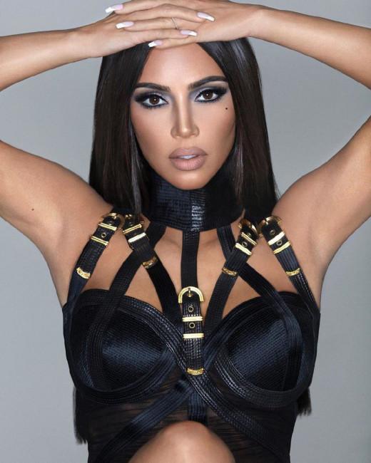 Ким Кардашьян переборщила с фотошопом. Теперь ее лицо неузнаваемо