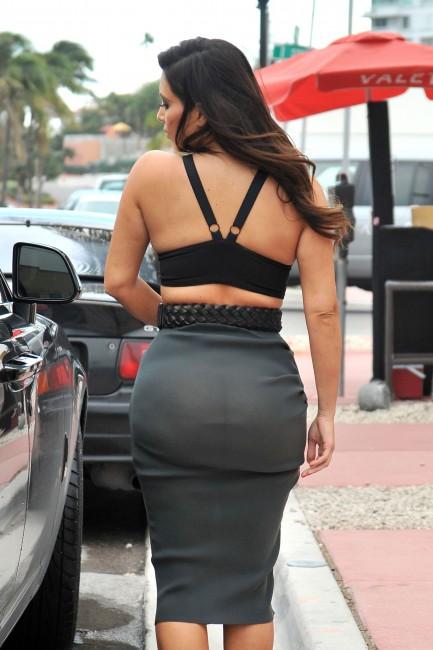 Просвечивающееся платье Ким Кардашян