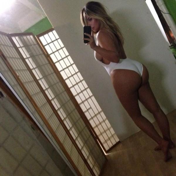 Ким Кардашян в откровеннейшем купальнике