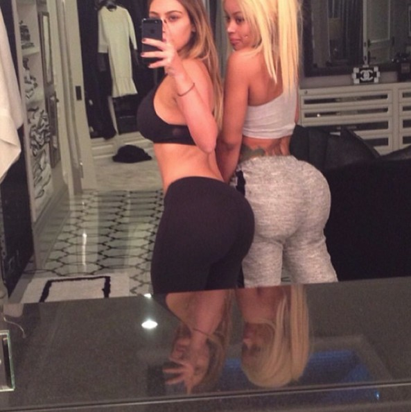 Ким Кардашян демонстрирует свое любимое место с подругой
