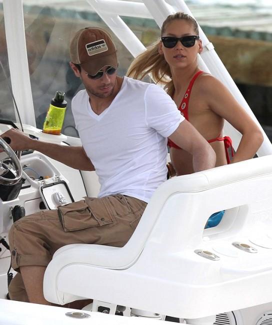 Анна Курникова и Энрике Иглесиас отдыхают на яхте