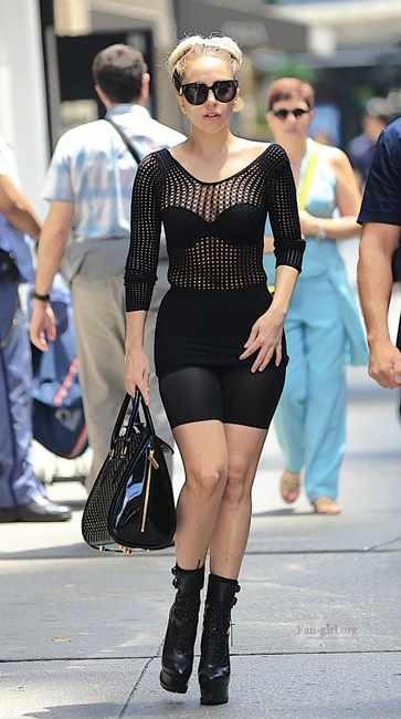 Леди ГаГа на улицах Манхэттена