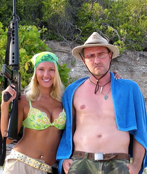 Лера Кудрявцева в бикини и с автоматом на съемках фильма