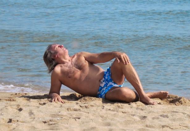 65-летний Юрий Лоза поделился откровенным фото с пляжа, которое не мог больше скрывать