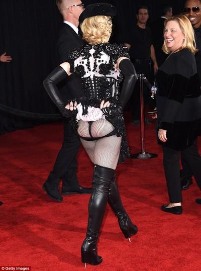 Шокирующий наряд Мадонны на Grammy 2015