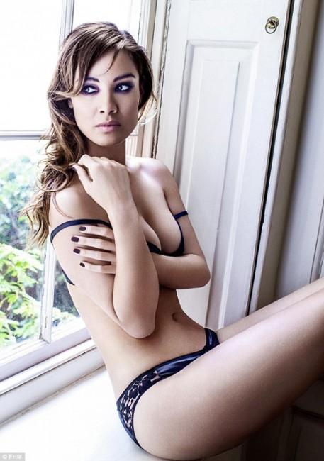 Новая девушка Бонда Беренис Марло в журнале FHM
